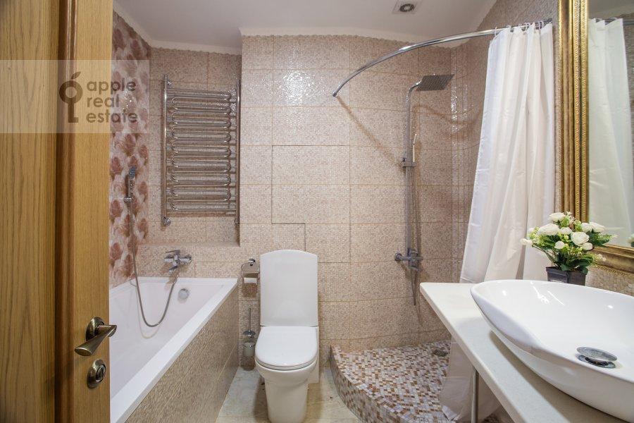 Bathroom of the 6-room apartment at Serpukhovskiy Val 21k4