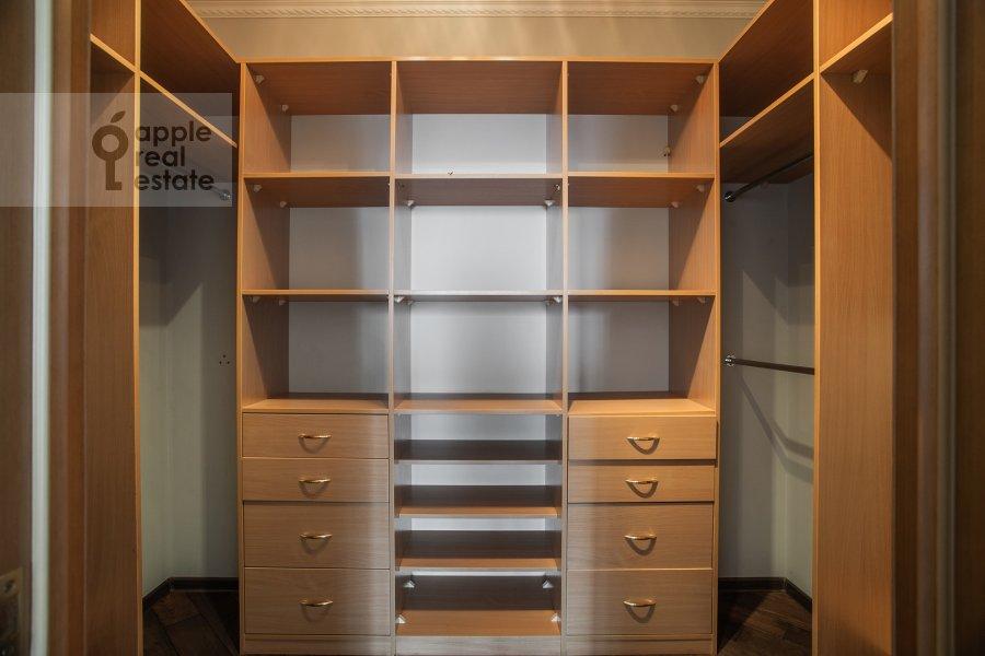 Гардеробная комната / Постирочная комната / Кладовая комната в 5-комнатной квартире по адресу Иваньковское шоссе 5