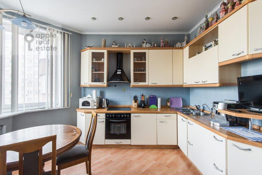 Kitchen of the 3-room apartment at Gilyarovskogo 7