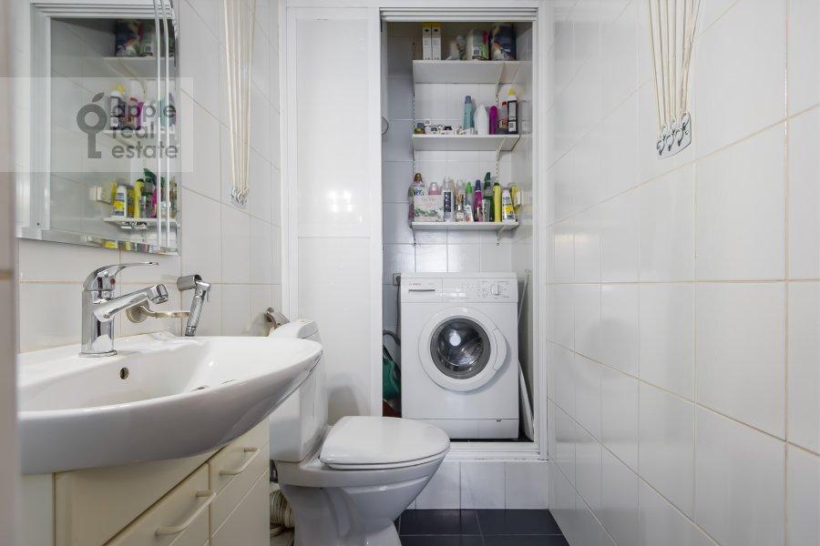 Bathroom of the 3-room apartment at Gilyarovskogo 7