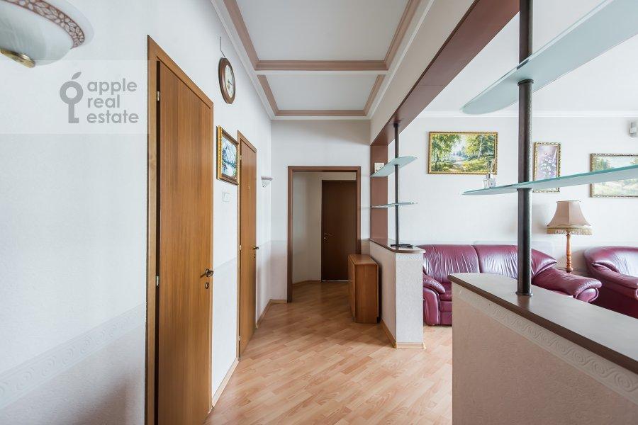 Corridor of the 3-room apartment at Gilyarovskogo 7