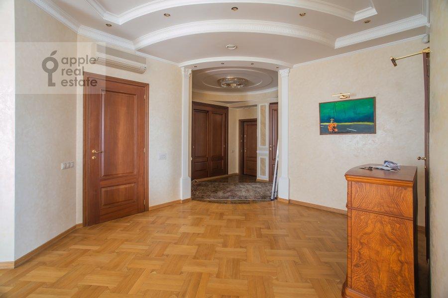 Corridor of the 4-room apartment at Krylatskie Kholmy 33k3