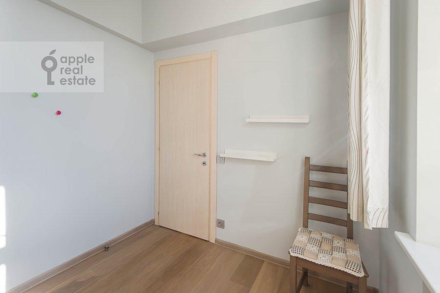 Children's room / Cabinet of the 2-room apartment at Frunzenskaya naberezhnaya 50