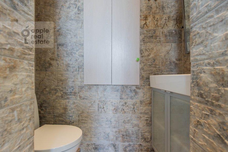 Bathroom of the 2-room apartment at Frunzenskaya naberezhnaya 50