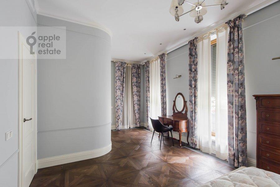 Bedroom of the 6-room apartment at Smolenskiy bul., 24k3