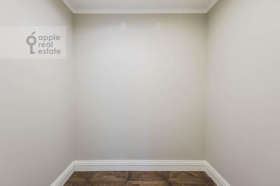 Walk-in closet / Laundry room / Storage room of the 6-room apartment at Smolenskiy bul., 24k3
