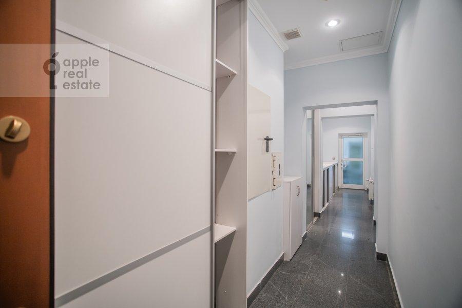 Коридор в 4-комнатной квартире по адресу Островной проезд 9К1