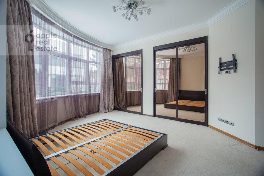 Спальня в 4-комнатной квартире по адресу Островной проезд 9К1
