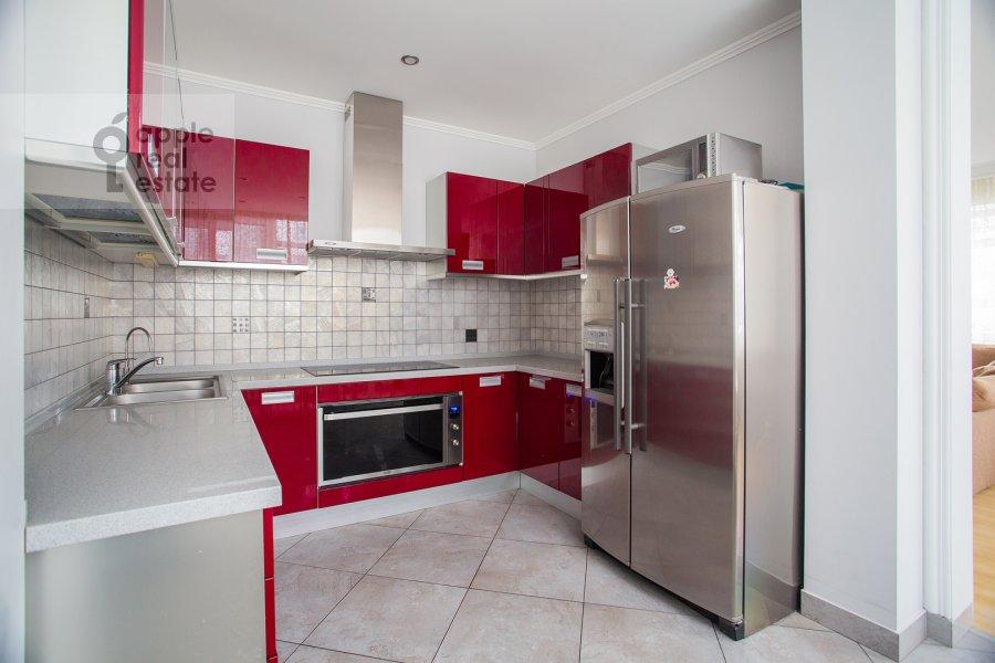 Кухня в 4-комнатной квартире по адресу Островной проезд 9К1