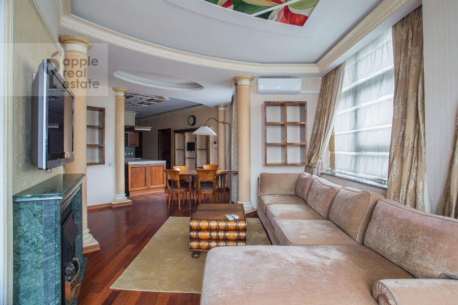 Гостиная в 4-комнатной квартире по адресу Островной проезд, 12К1