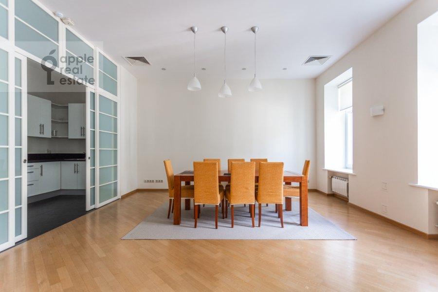 Гостиная в 3-комнатной квартире по адресу Тверская улица 12с8
