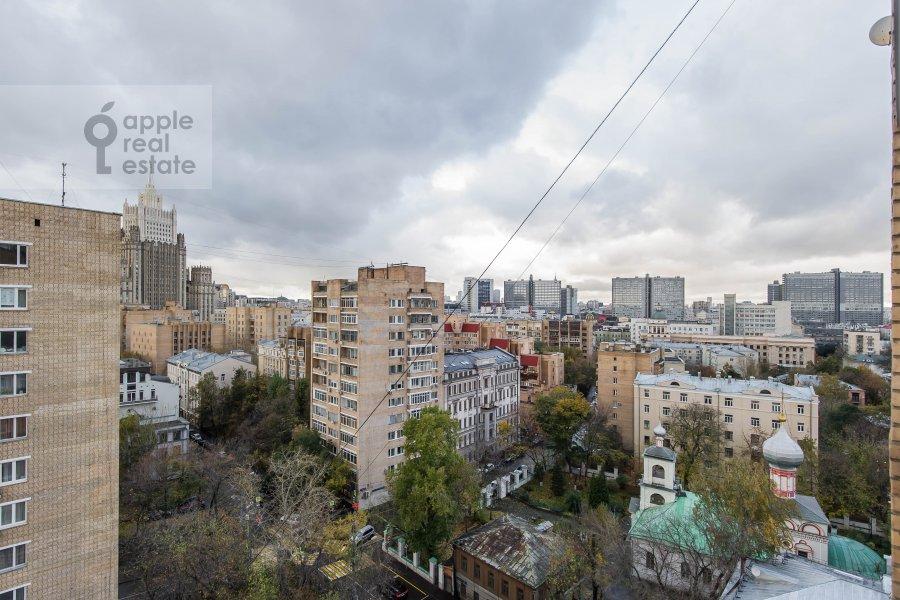 Вид из окна в 3-комнатной квартире по адресу Гагаринский переулок 27