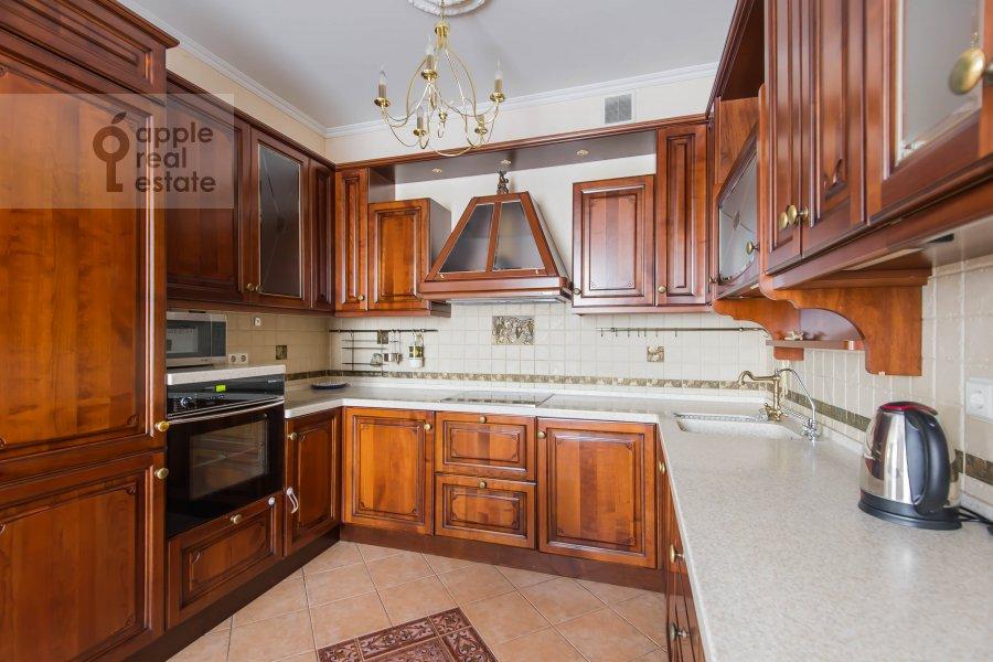Кухня в 2-комнатной квартире по адресу Новорязанская ул. 30А