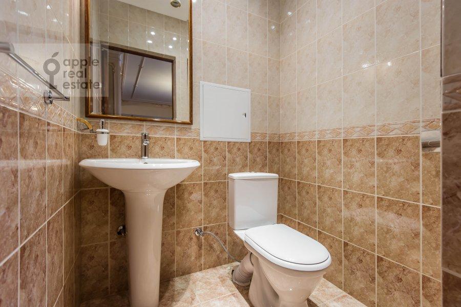 Bathroom of the 3-room apartment at Bol'shaya Yakimanka 26