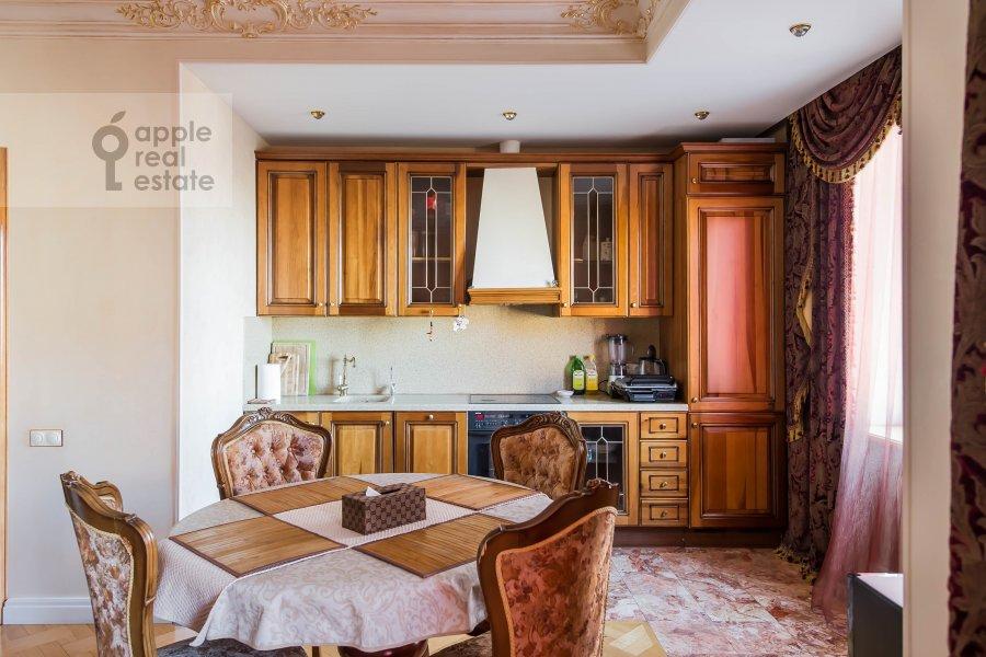 Кухня в 3-комнатной квартире по адресу Большая Якиманка 26