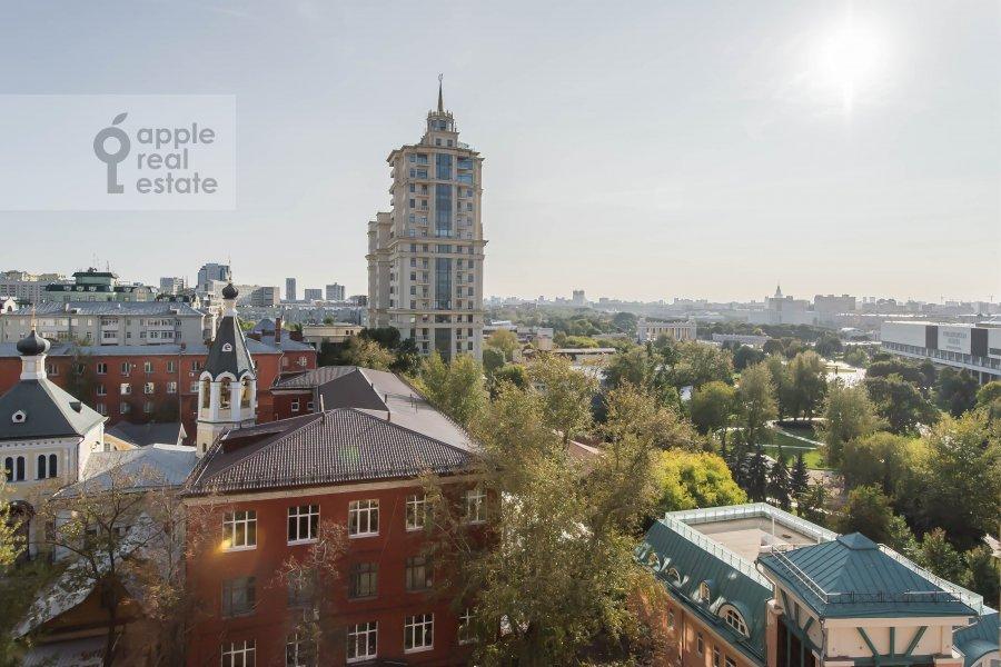 Вид из окна в 3-комнатной квартире по адресу Большая Якиманка 26