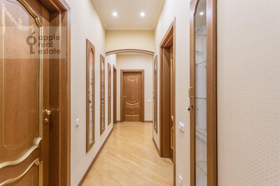 Corridor of the 5-room apartment at Udal'tsova 85k4