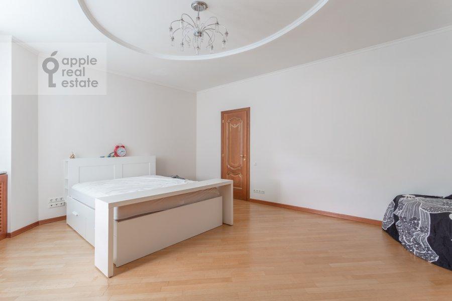 Bedroom of the 5-room apartment at Udal'tsova 85k4