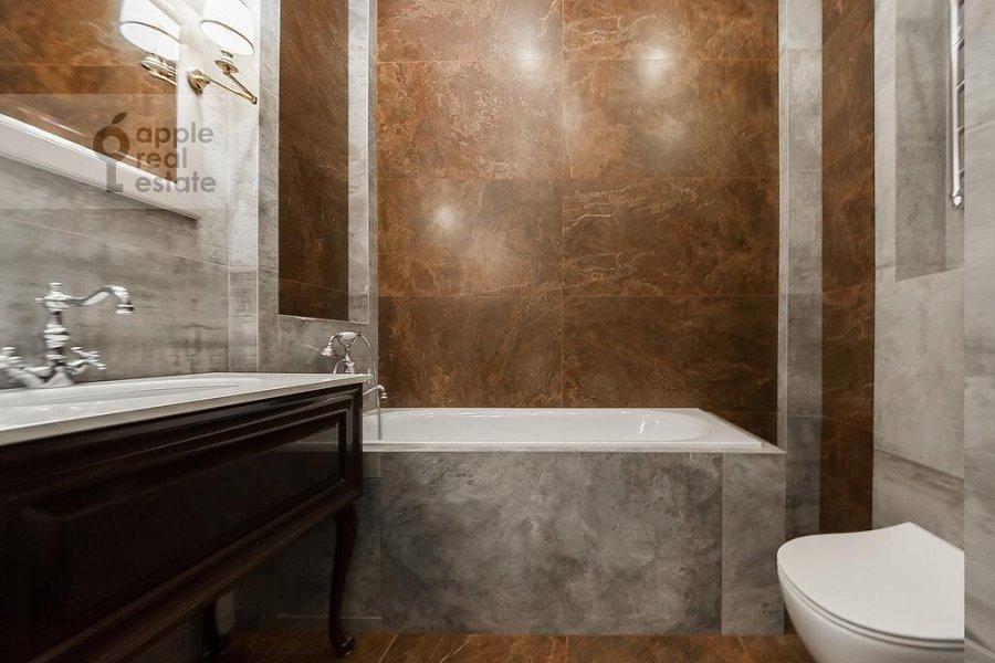 Bathroom of the 3-room apartment at Rublevskoe shosse 101