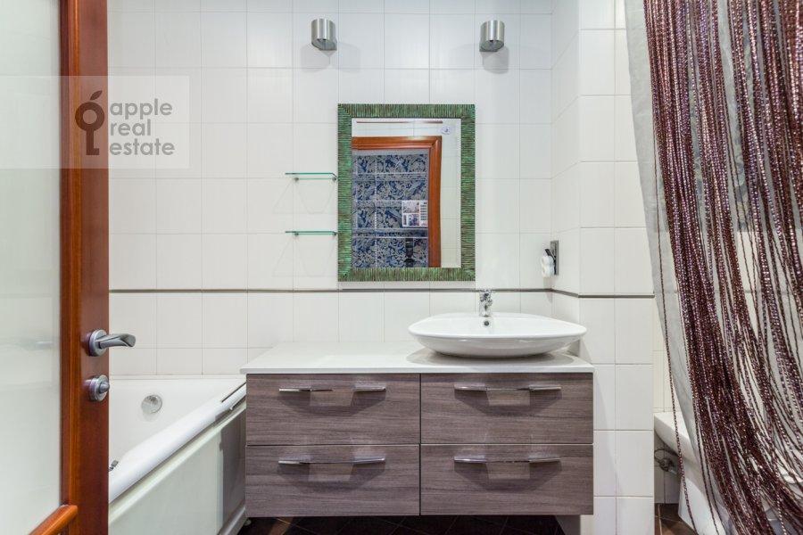 Санузел в 4-комнатной квартире по адресу Карамышевская набережная 62к1