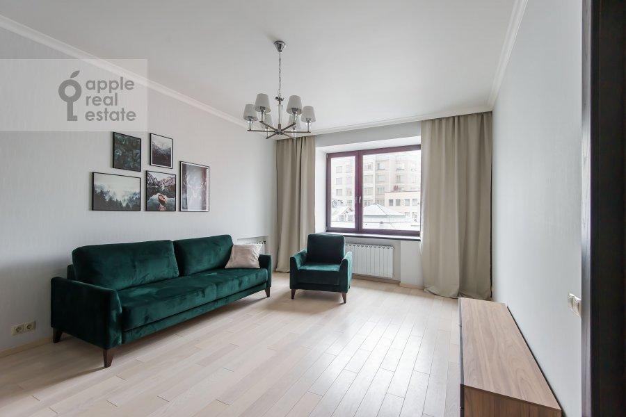 Гостиная в 2-комнатной квартире по адресу Большой Афанасьевский переулок 25