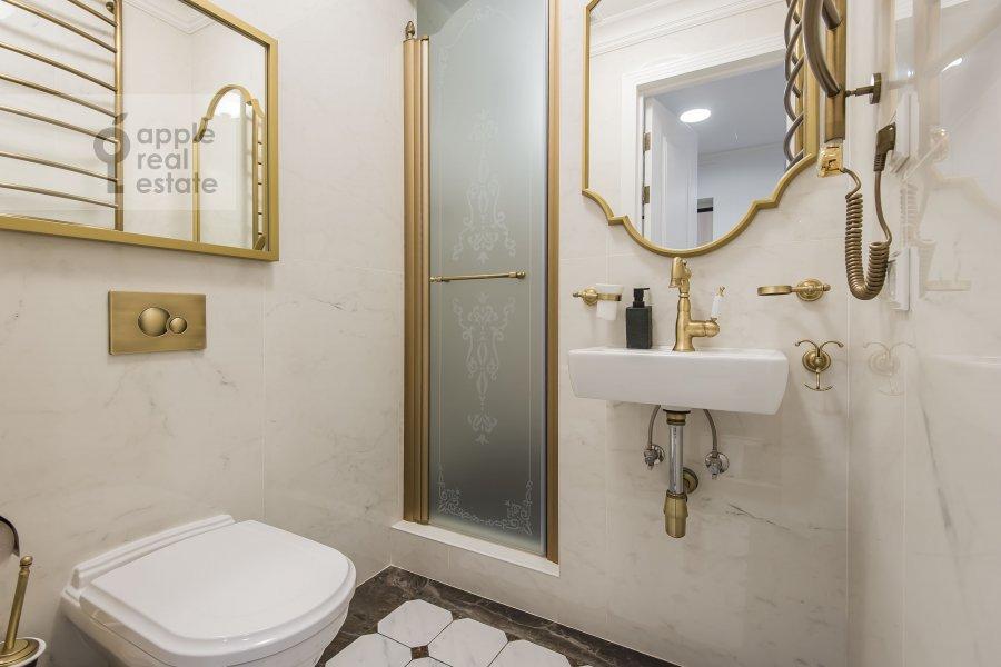 Bathroom of the 3-room apartment at Sadovnicheskaya ulitsa 57S2