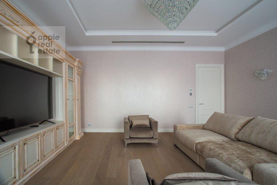 Living room of the 4-room apartment at Trubetskaya ulitsa 12