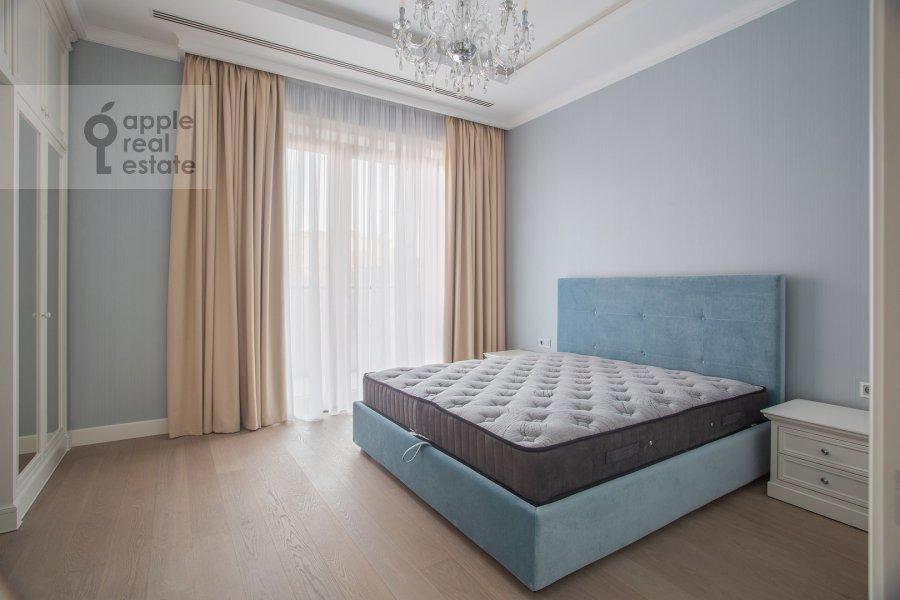 Bedroom of the 4-room apartment at Trubetskaya ulitsa 12
