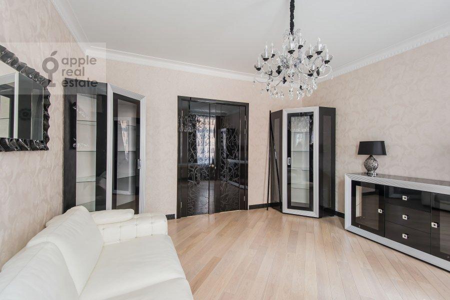 Children's room / Cabinet of the 4-room apartment at Podsosenskiy pereulok 3