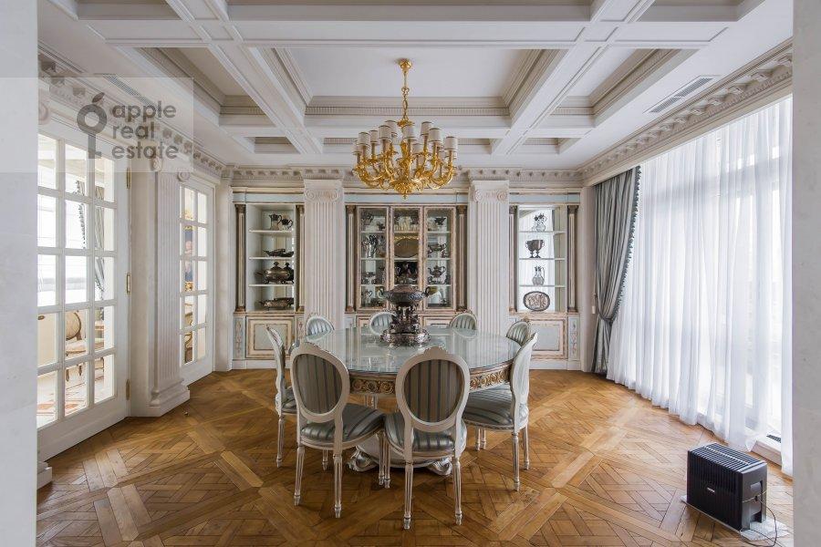 Living room of the 6-room apartment at 1-y Kolobovskiy pereulok 14