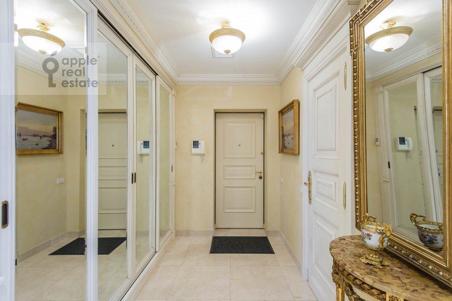 Corridor of the 6-room apartment at 1-y Kolobovskiy pereulok 14