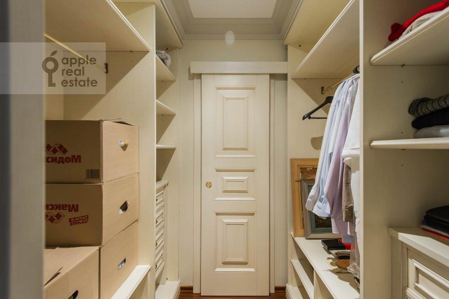 Walk-in closet / Laundry room / Storage room of the 6-room apartment at 1-y Kolobovskiy pereulok 14