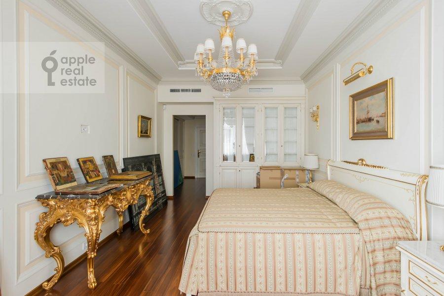 Bedroom of the 6-room apartment at 1-y Kolobovskiy pereulok 14