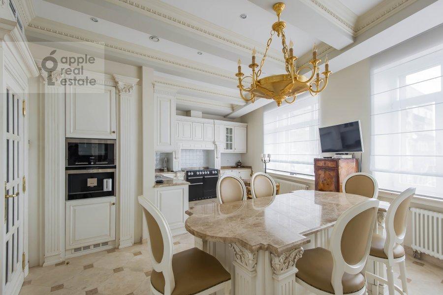 Kitchen of the 6-room apartment at 1-y Kolobovskiy pereulok 14
