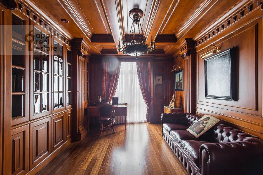 Children's room / Cabinet of the 6-room apartment at 1-y Kolobovskiy pereulok 14