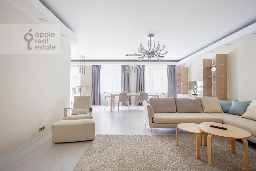 Гостиная в 4-комнатной квартире по адресу 4-я Тверская-Ямская улица 22