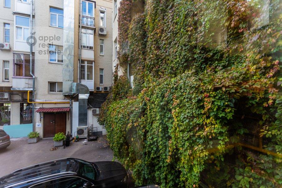 Вид из окна в 2-комнатной квартире по адресу Остоженка 1/9
