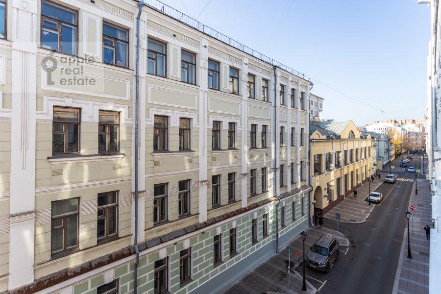 Вид из окна в 5-комнатной квартире по адресу Жуковского 19С1