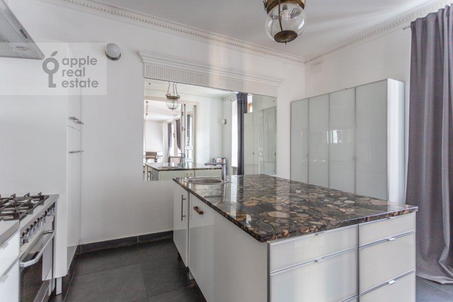 Kitchen of the 5-room apartment at Zhukovskogo 19S1