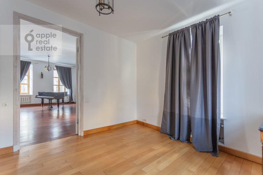 Спальня в 5-комнатной квартире по адресу Жуковского 19С1