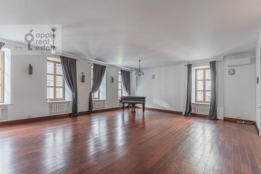Гостиная в 5-комнатной квартире по адресу Жуковского 19С1