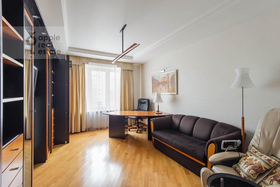 Детская комната / Кабинет в 3-комнатной квартире по адресу Олимпийский проспект 10к2