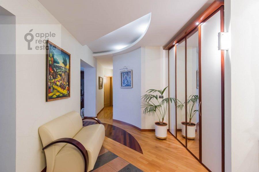 Коридор в 3-комнатной квартире по адресу Олимпийский проспект 10к2