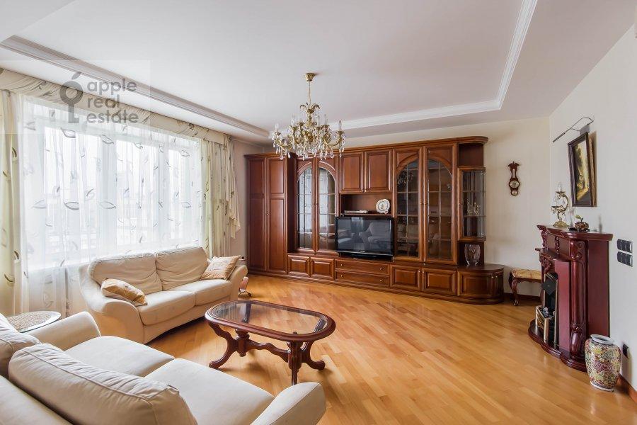 Гостиная в 3-комнатной квартире по адресу Олимпийский проспект 10к2