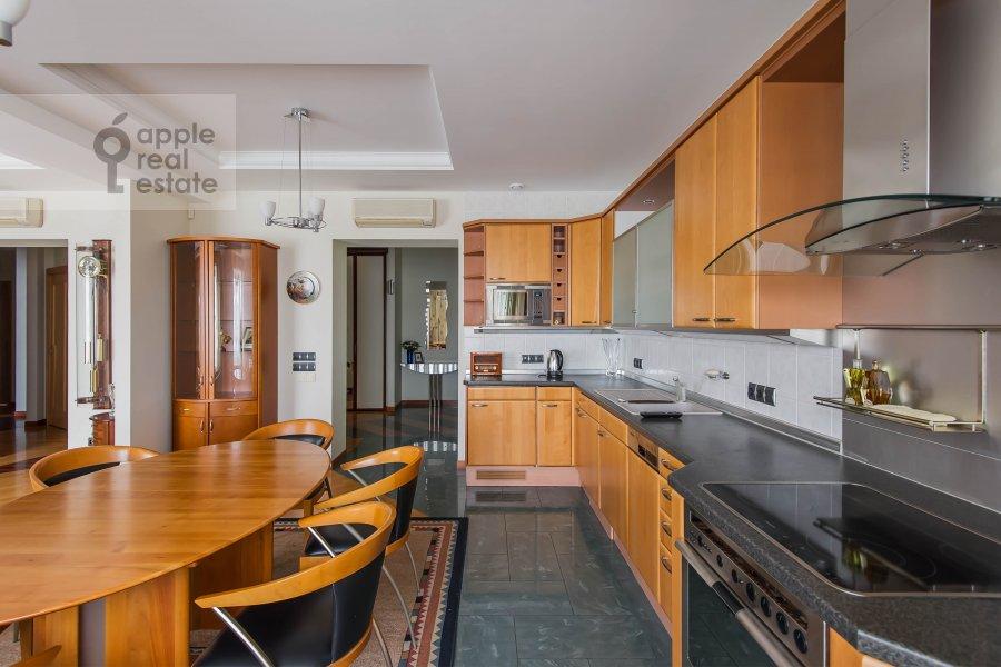 Кухня в 3-комнатной квартире по адресу Олимпийский проспект 10к2