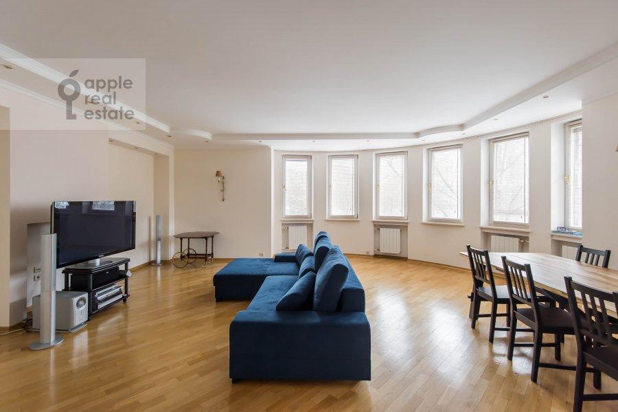 Гостиная в 3-комнатной квартире по адресу Большая Грузинская улица 37С2