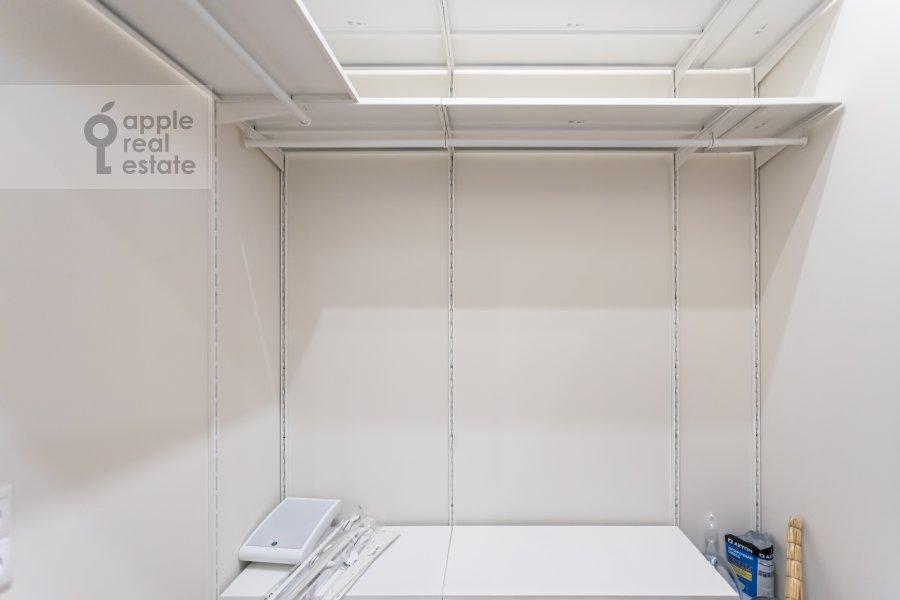 Гардеробная комната / Постирочная комната / Кладовая комната в 3-комнатной квартире по адресу Ходынская улица 2