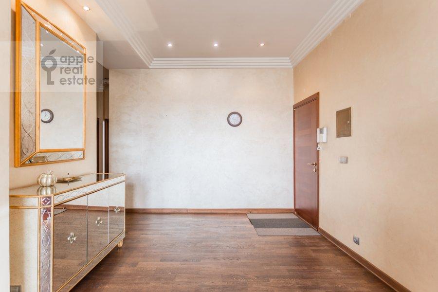 Corridor of the 3-room apartment at Frunzenskaya naberezhnaya 46