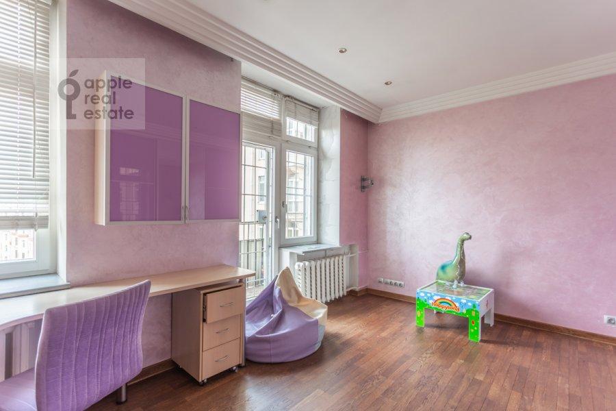 Children's room / Cabinet of the 3-room apartment at Frunzenskaya naberezhnaya 46
