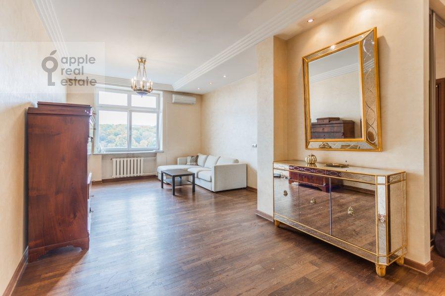 Living room of the 3-room apartment at Frunzenskaya naberezhnaya 46